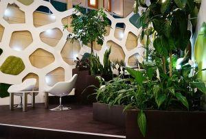 Longin Business Centrum Praha,recepce/foyer - perforovaná corianová stěna