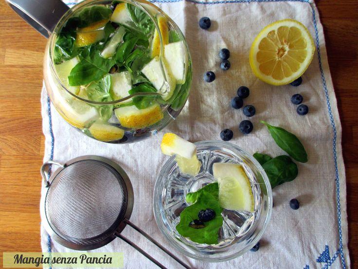 Bevanda depurativa basilico e limone: da preparare così o anche aggiungendo mirtilli o altra frutta. E' molto rinfrescante e saporita!