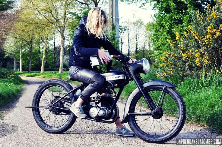 La Terrot 100 MT1 1950 de Zoë : cambouis & féminité ! Girls rides . RAD & OLD MOTORCYCLES BUILT BY A WOMAN