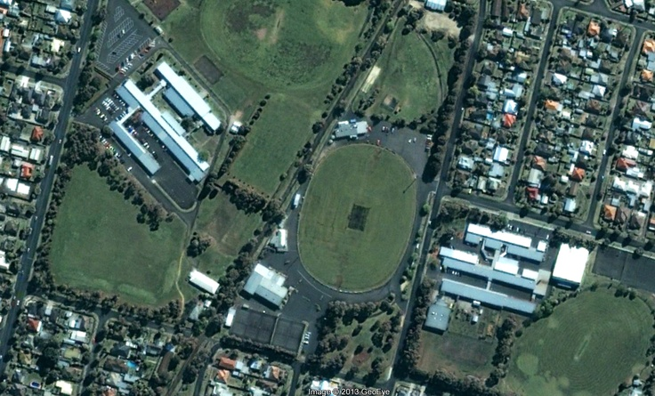 Former Geelong Teachers College and Western Heights Secondary College in 2002 (Google Earth)