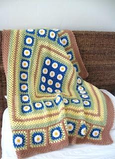 Love Crochet: Crocheted Daisy Flowers blanket afghan granny squares