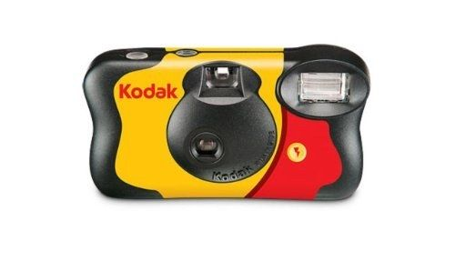 How disposable cameras were the only way you could take selfies and photos with your friends. | 59 Things You'll Only Understand If You Were A Teenager In The Early 2000s
