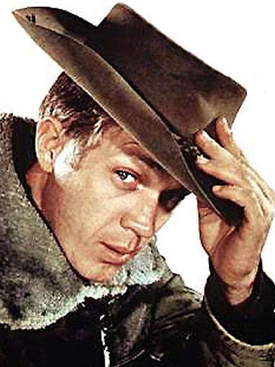 Au Nom de la Loi / Wanted : Dead or Alive. Steve McQueen joue Joss Randall, le chou-chou de mon enfance, j'avais 7, 8 ans, je le trouvais irrésistible. Rien à voir avec Zorro, Tanguy et Laverdure ou les Globe-Trotters que je pouvais me mettre sous la dent à la même époque. Joss Randall me fascinait et la musique grave me faisait frissonner. Clic 2X pour lire une jolie critique de Libération.