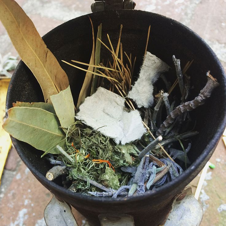 You can make aromatic smoke packets out of paper bags, dried herbs, and citrus peels for your bee smoker, either as a sweet-smelling addition to your typical fuel source or as a replacement fuel.