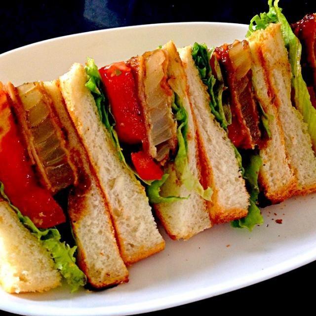 小田原のタマネギで作りましたよ!^_−☆ - 283件のもぐもぐ - OLTsandwichs 玉ねぎハムカツとレタスとトマトのサンドイッチ by pesce0414