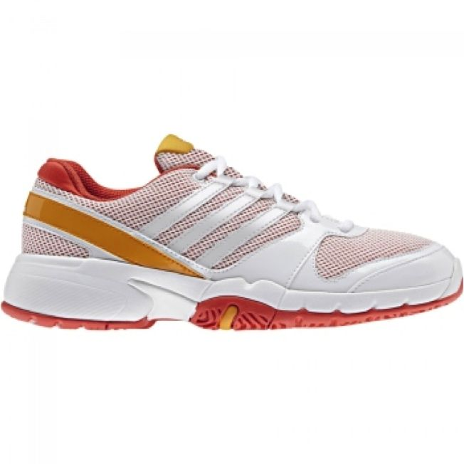 Formunu tenis ile korumak isteyen kadınlar için adidas ve INTERSPORT iş birliğine gitti: http://intersport.com.tr/urun/ayakkabi/adidas-bercuda-3-w-kadin-ayakkabi/100786