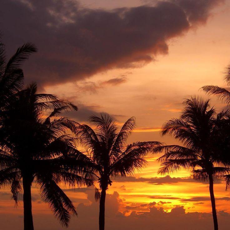Beautiful Bali sunset. Tanah Lot, Tabanan, Bali, Indonesia.