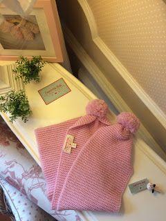 Caperucita Roja: Bufanda en color rosa.