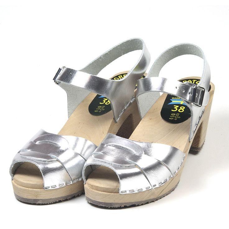 """Sandales suédoises """"PEEP TOE"""" couleur argent en exclusivité sur notre site.  69 Euros, livraison gratuite en France"""