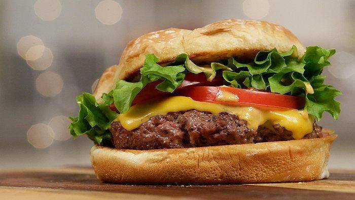 Video shows how to make a Shake Shak burger. I've heard about these but never had one... now I can try to make at home!!