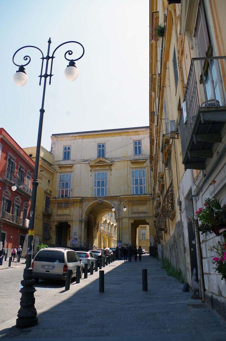 Il nucleo di Portici è piazza San Ciro, dalla quale si diparte la rettilinea via Libertà che si arrampica verso il Vesuvio, ma dopo un breve tratto s'interrompe contro l'autostrada Napoli–Salerno, la più bella d'Italia.