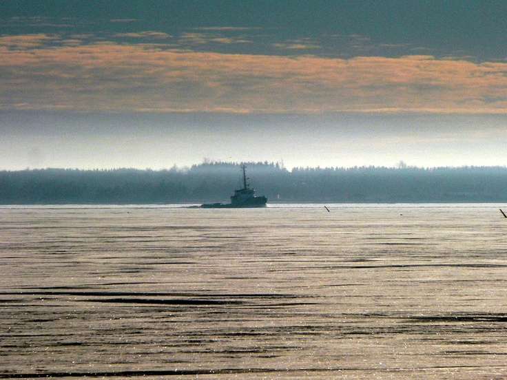 Small icebreaker fights his way through the ice in Fursund between Fur and Salling