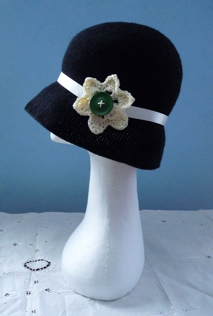 The Adventures of the Gingerbread Lady: TUTORIAL: Twenties Hat - For some reason, I am just fastinated by this type of hat.