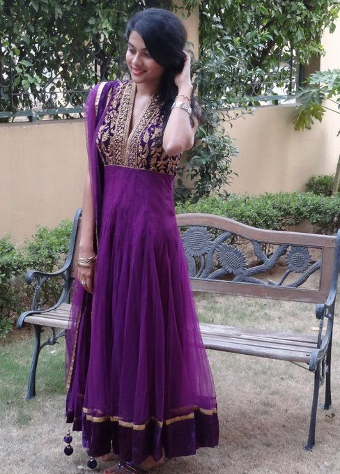 dress from: Marwari Studio, DLF Mega Mall/ Huaz Khaz Vllage