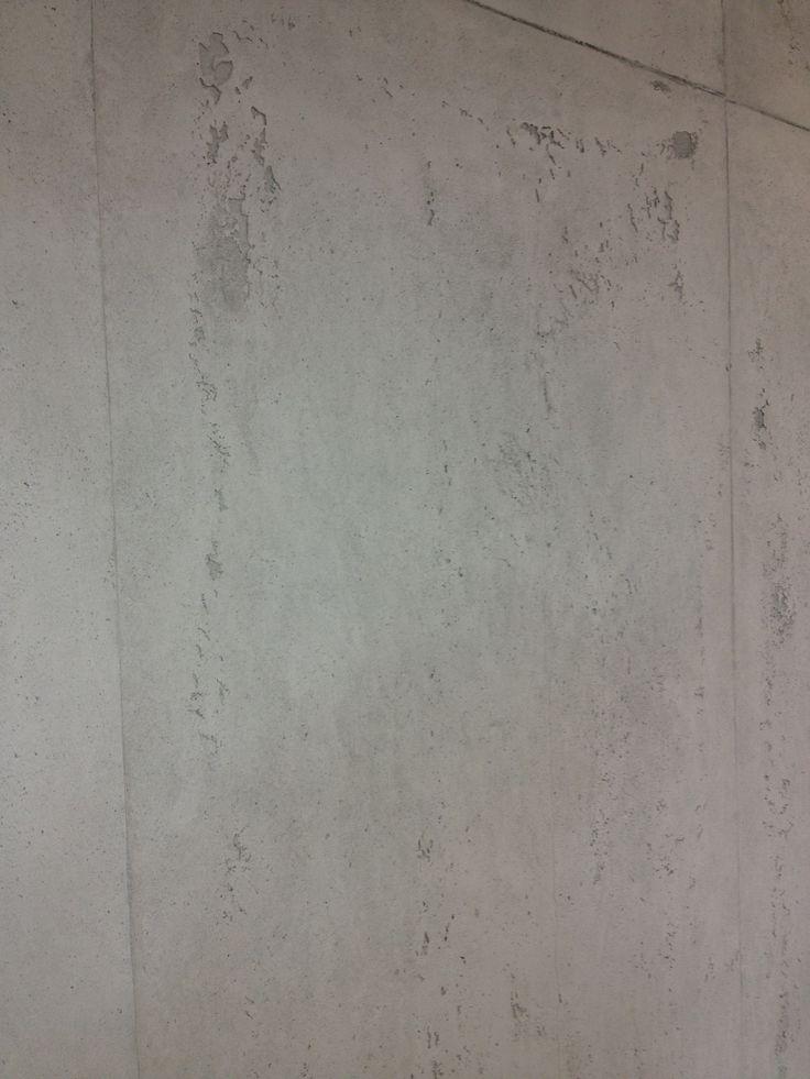 Gespachtelter Beton an der Wand (by FR-Malermeister/Dortmund). Farbe kann in allen RAL-Farben frei gewählt werden. Tolle Kombination mit Fliesen in Betonoptik. #Fliesen #Betonoptik