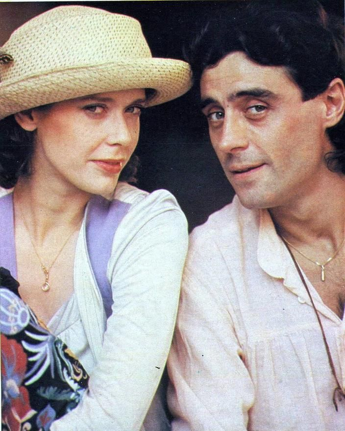 Ian McShane e Sylvia Kristel