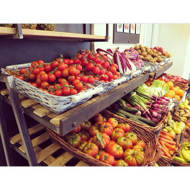 Nel Negozio alimentari di Via Pianigiani, 5 a Siena, al reparto frutta e verdura, lo Chef Nicola Sgarbi vi propone: - Spremute - Frappè - Frullati - Sorbetti - Macedonie - Insalate - ZUPPE E MINESTRONI CALDI Tutto con verdura di stagione da filiera corta locale. #siena #aroundsiena #igerstoscana #igers_siena #igersitalia #instaitalia #visittuscany #visitsiena #igers #igerssiena #ig_toscana #toscana #igfriends_toscana #prodottitipicitoscani