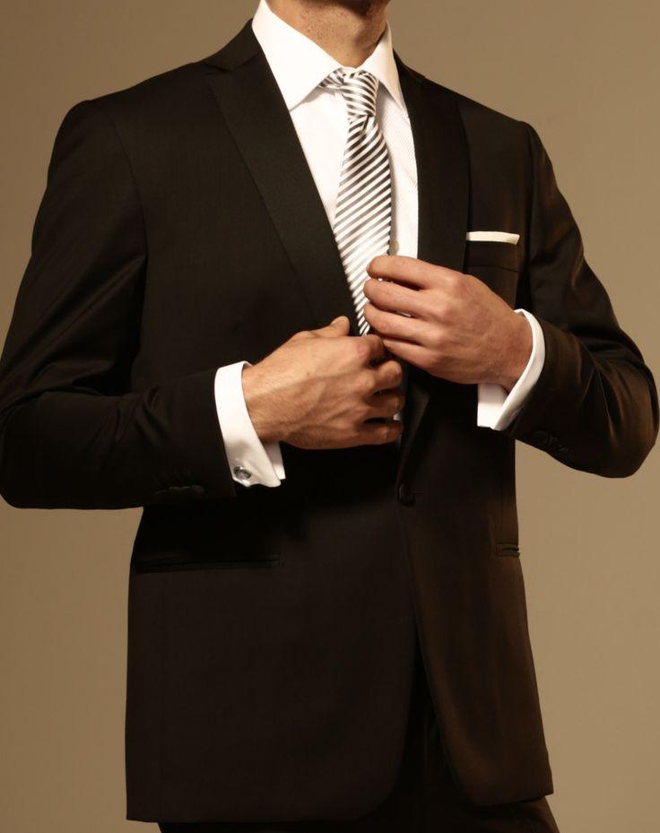 Enfatizar el lujo de un estilo incondicional. ¡¡Visítanos en www.highlife.com.mx!!  #HolidaysTime #AlegriaDeVivir #HighLifeStyle #hombres #Estilo