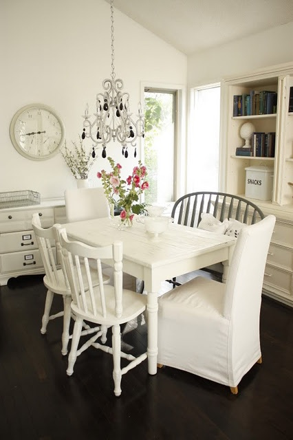 Mix n Match table chairs ..looks clean and organized all in one color.. i do love the grey wood bench on one side too