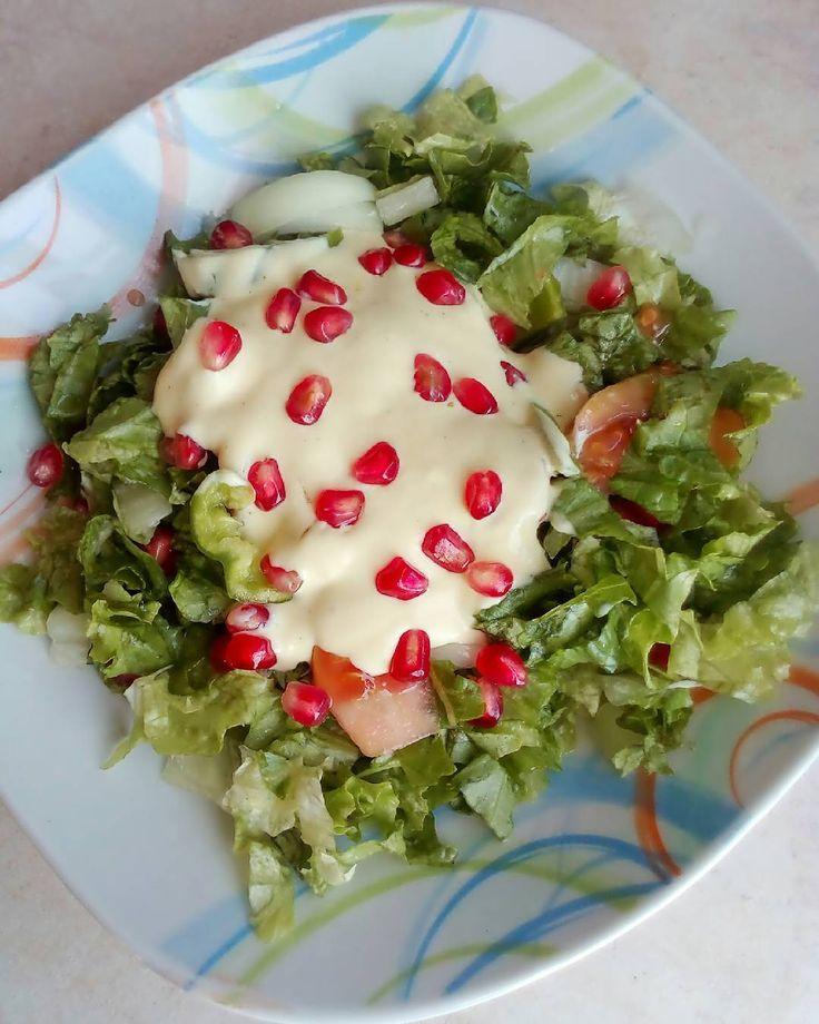#salad Γιατί το ρόδι έχει αντιοξειδωτικά! #pomegranate Έργο τέχνης δημιούργησα πάλι! Η σως δεν είναι μαγιονέζα αλλά  γιαούρτι μουστάρδα μπόλικο ξύδι ελάχιστο ελαιόλαδο αλάτι και πιπέρι και καλά χτυπημένα. . . . #diaryofabeautyaddict #elbeautythings #applepie #apple #greekblogger #diet #dietrecipe #foodblogger #lifestyleblogger #instablogger #picoftheday #instafood #food #dukan #dukandiet #salads #myeditlook