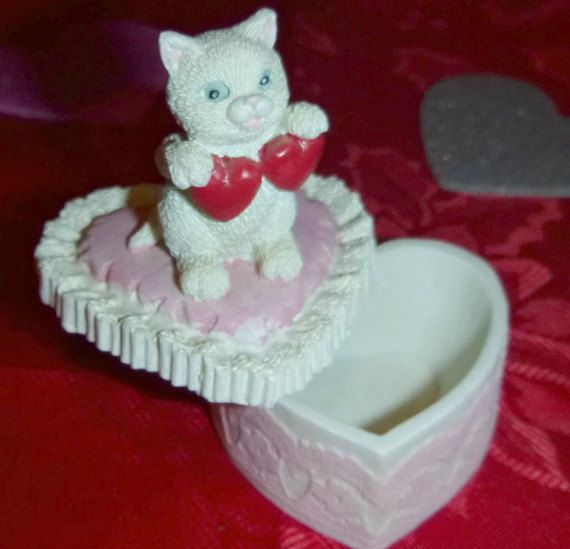 Check out this item in my Etsy shop https://www.etsy.com/ca/listing/509336759/love-cat-heart-trinket-box-vintage