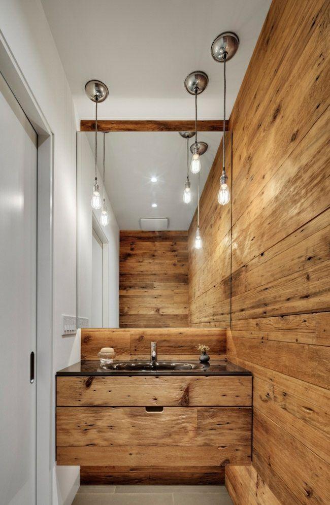 kleines Badezimmer Holzwand Paneele weiße Farbe