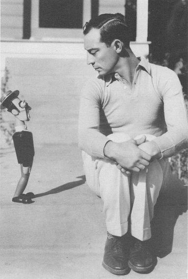 Buster Keaton mit Puppe, 1928
