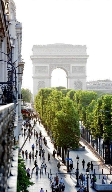 Champs Elysees, Paris, France.