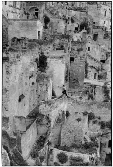 Henri Cartier-Bresson ITALY. Basilicata. Pisticci. 1951
