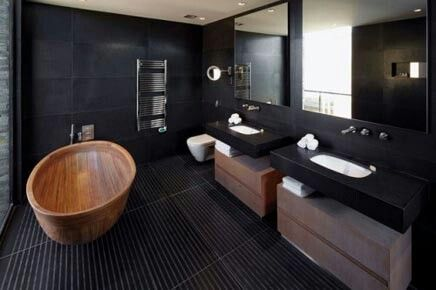 Strakke moderne badkamer met een vleugje warmte
