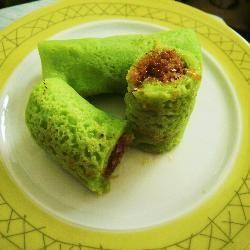 Kueh Dadar ( Sweet Nonya Pancake Roll)