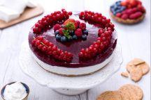 Ricetta Torta di yogurt con gelatina di fragole e frutti di bosco