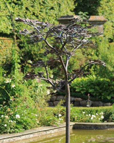 Titanina springvand - vandkunst i kobber lavet med hånklippede blade
