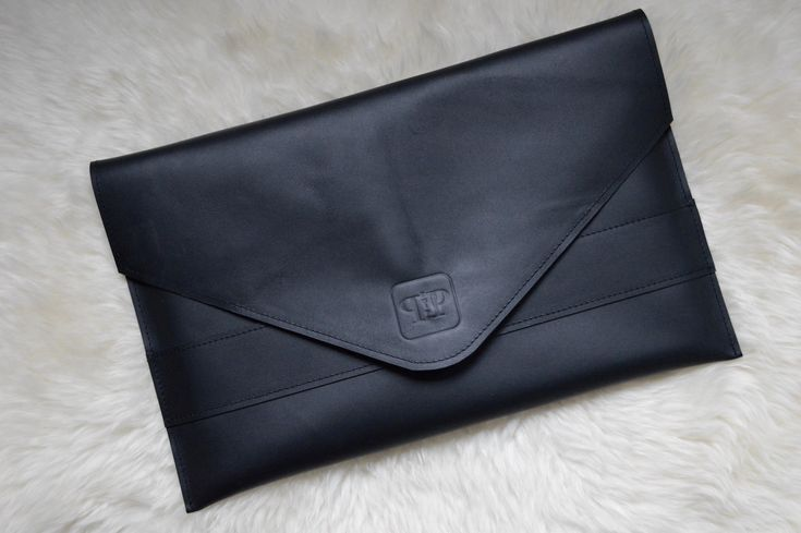 #twipp #handmade #leather #handmadeleatherbag #handgemaakt #tas #tassen #leder #handtas #schoudertas #toilettas #fashion #dutchfasion #dutchmade #leatherbag #laptopcase #laptophoes