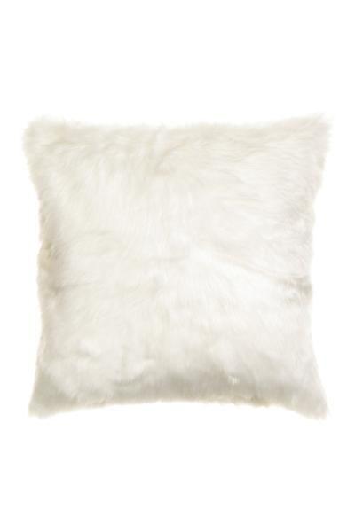 Housse de coussin: Housse de coussin avec devant en fausse fourrure. Dos en coton tissé. Fermeture à glissière dissimulée.