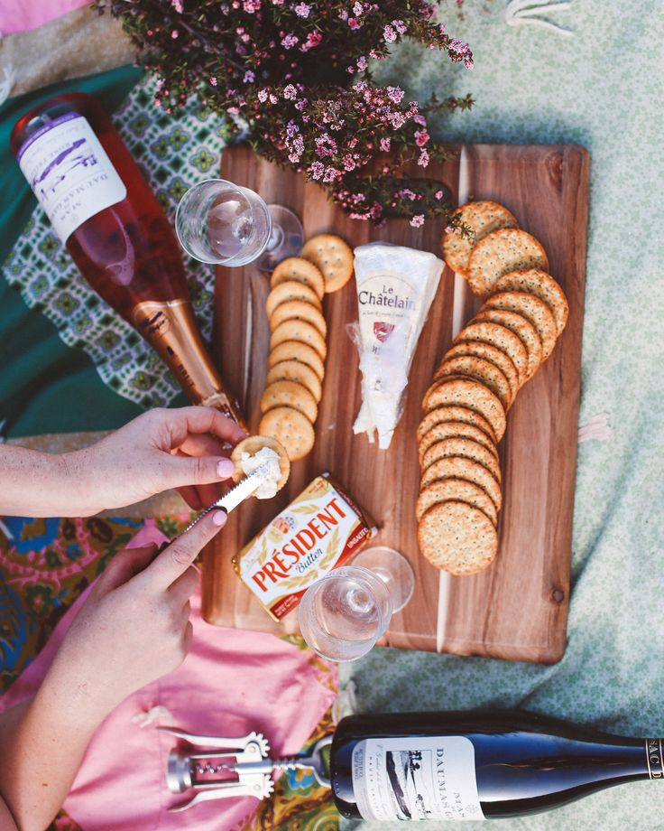 picnic on the beach. Food flatlay with french food and wine. http://whimsysoul.com/french-wine-beach/#ad