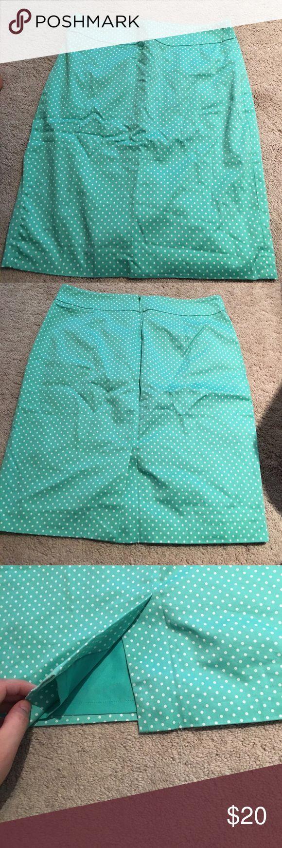 Ann Taylor petite pencil skirt Beautiful pencil skirt, only worn twice. Size 4 petite Ann Taylor Skirts Pencil