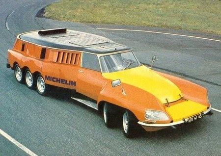 CITROEN DS Michelin : cette voiture est un laboratoire roulant qui a servi a tester les pneumatiques Michelin sur routes, gabarit hors normes pour matériel lourd.