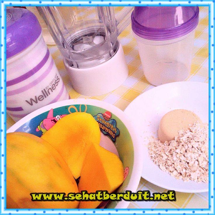 200ml air es+ 1 scoop Nutrishake Strawberry + 1/4 Mangga + 1 scoop oatmeal