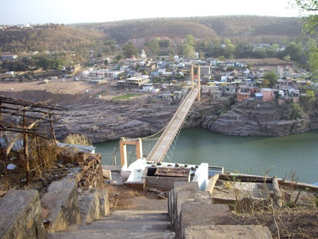 Omkareshwar, site of one of the 12 famous Jyotirlinga shrines of Shiva in Madhya Pradesh, India. Astrogeographic position: in the air sign Libra the sign of angels and the earth sign Virgo the sign of Yoga culture. Valid for field level 2 which describes how a town is embedded in its region.