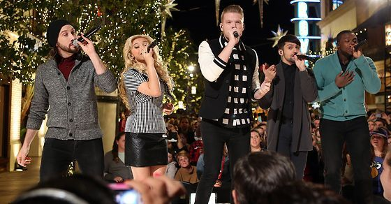 The 12 Best Christmas Songs of 2016: Pentatonix, Straight No Chaser, Josh Groban, Laura Pausini, Idina Menzel, Kylie Minogue, Kacey Musgraves & More - Fuse