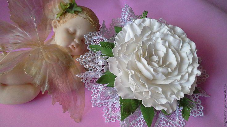 Купить Зажим с розой из фоамирана - белый, нарядная заколка, праздничная заколка, зажим с цветком