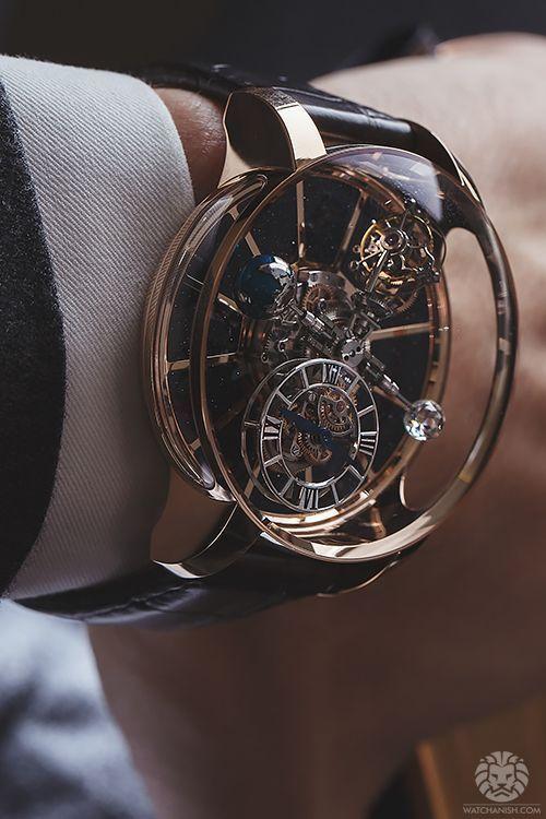 Dieses tolle Uhrenwerk ist edel und erinnert zugleich an den Steampunkstil. Ein klassisches Stück - doch die Uhrzeit ist leider schwer zu erkennen. Steampunk clockwork watch