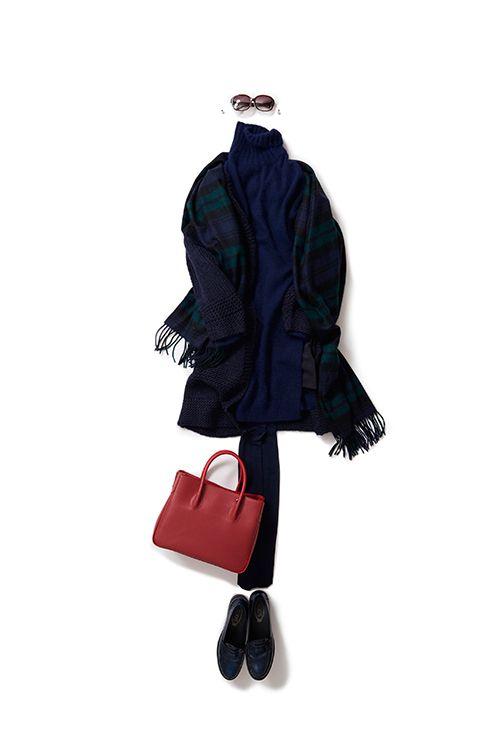 2015-12-05 意外性のあるニットレイヤースタイル 朝晩は寒いんだけど、昼間は暖かいから、こんなレイヤースタイルがちょうどいい。ロングニットにカーディガン、、今年は秋からこのコートのようなカーディガンが活躍中。さらにジョンストンのブラックウォッチを、その上からさらっと羽織る。実はこの着こなし、歩くたびにロングニットのサイドスリットから、ちらっとショートパンツが見えたりするんです。ニットレイヤーだからほっこり系と思いきや、着てみるとセクシー!その意外性がいいかも、、なんて思ったりしてる。