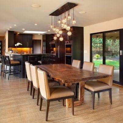 mesa de madera agradable para el comedor