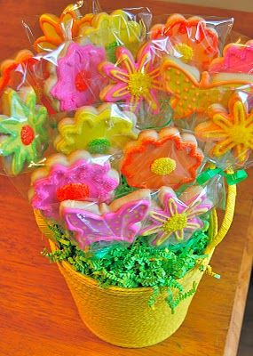 Sugar Cookie BouquetCookies Bouquets Tutorials, Butterflies Cookies, Flower Baskets, Beautiful Cookies, Chefs Mommy, Cookies Bouquets Diy, Families Friends, Cookie Bouquet, Cookies Bouquets Ideas