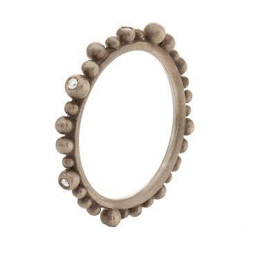 Βεράκι δαχτυλίδι Huffy Κ9 από γκρι χρυσό με σειρέ ασύμμετρες μπίλιες περιμετρικά της γάμπας και διαμάντια | Δαχτυλίδια ΤΣΑΛΔΑΡΗΣ στο Χαλάνδρι #δαχτυλιδι #huffy #γκρι #μπιλιες #διαμαντια
