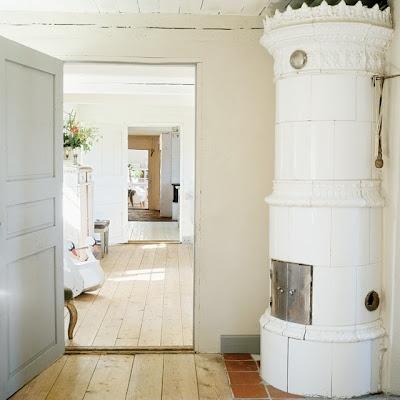 Antique Scandinavian tiled heating stove - Kakelugn