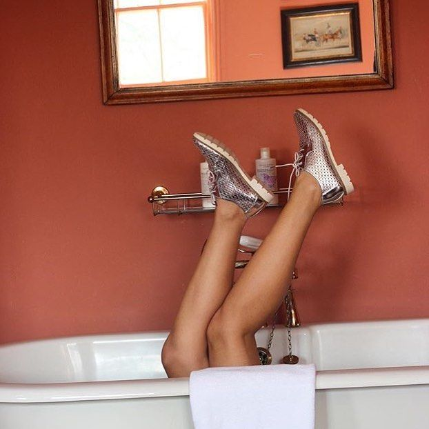Rub-a-dub-dub. Fun-in-the-tub. One of our Great Rooms. @fashioncontainer #portobello #bathtub #hotel #fashion #nottinghill