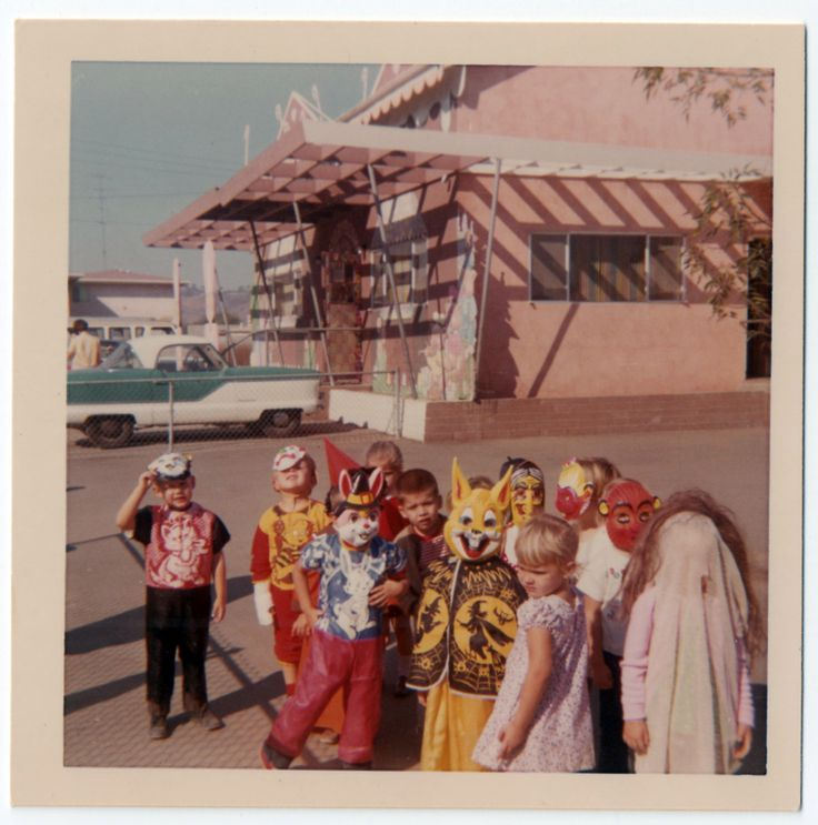 Halloween, Early 1960. What The Hell Is Up With The Kid In The Right